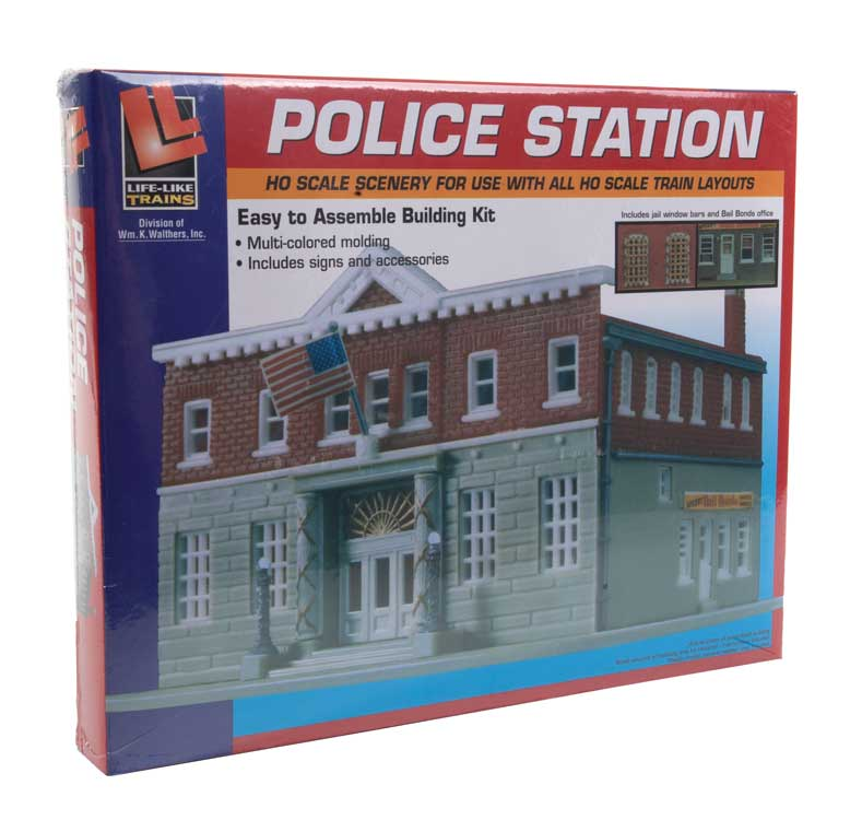 Life-Like HO Woodlawn Police Station -- Kit - 6-1/4 x 8-3/8